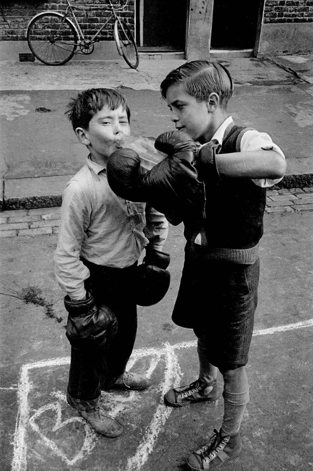 London, Lambeth - boxing boys (close-up)