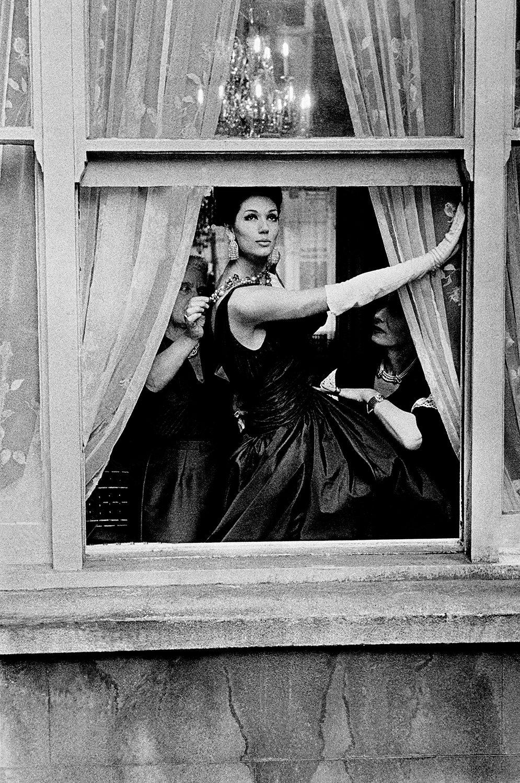 British Vogue A, Simone Daillancourt in window