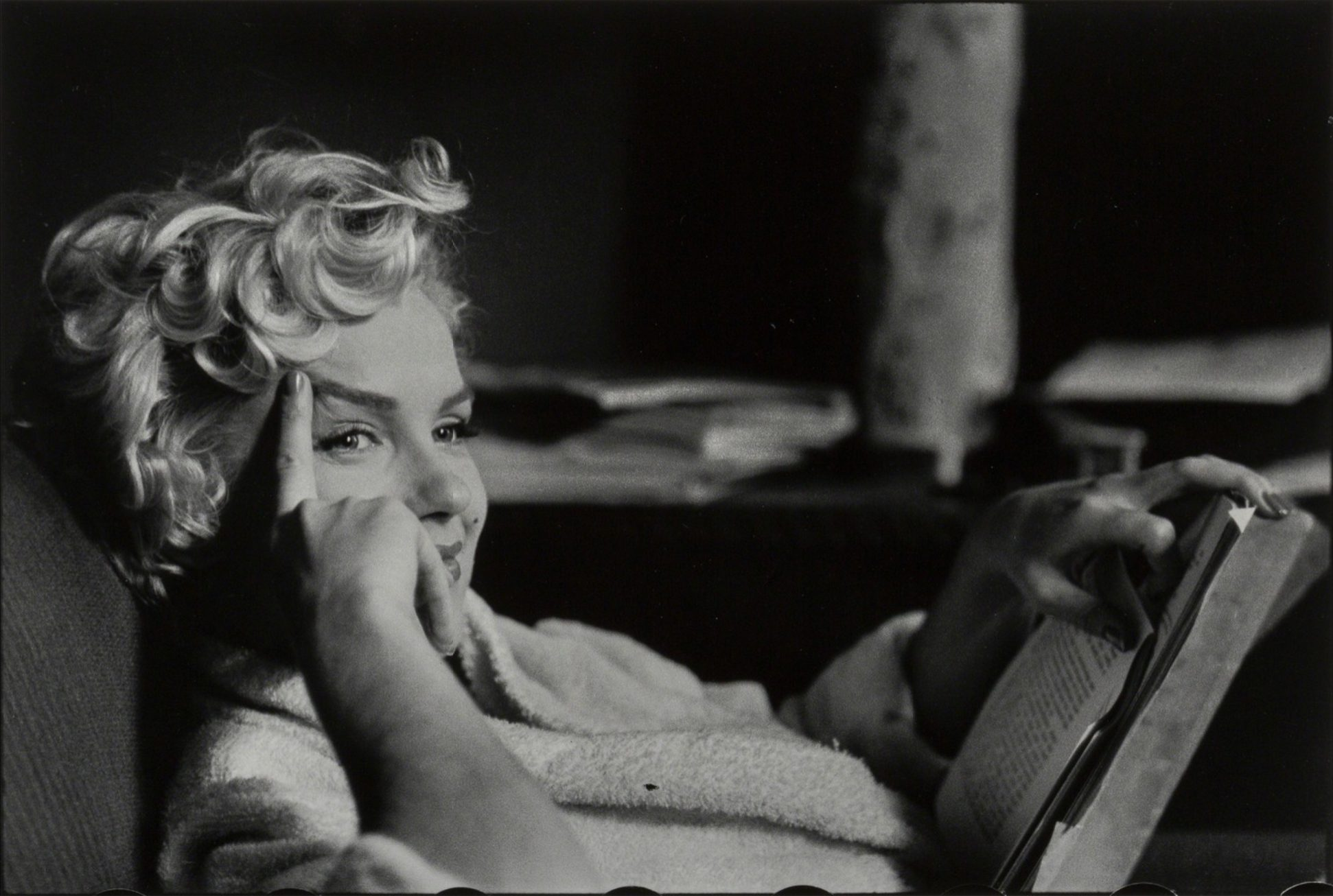 Marilyn Monroe, New York (reading book)