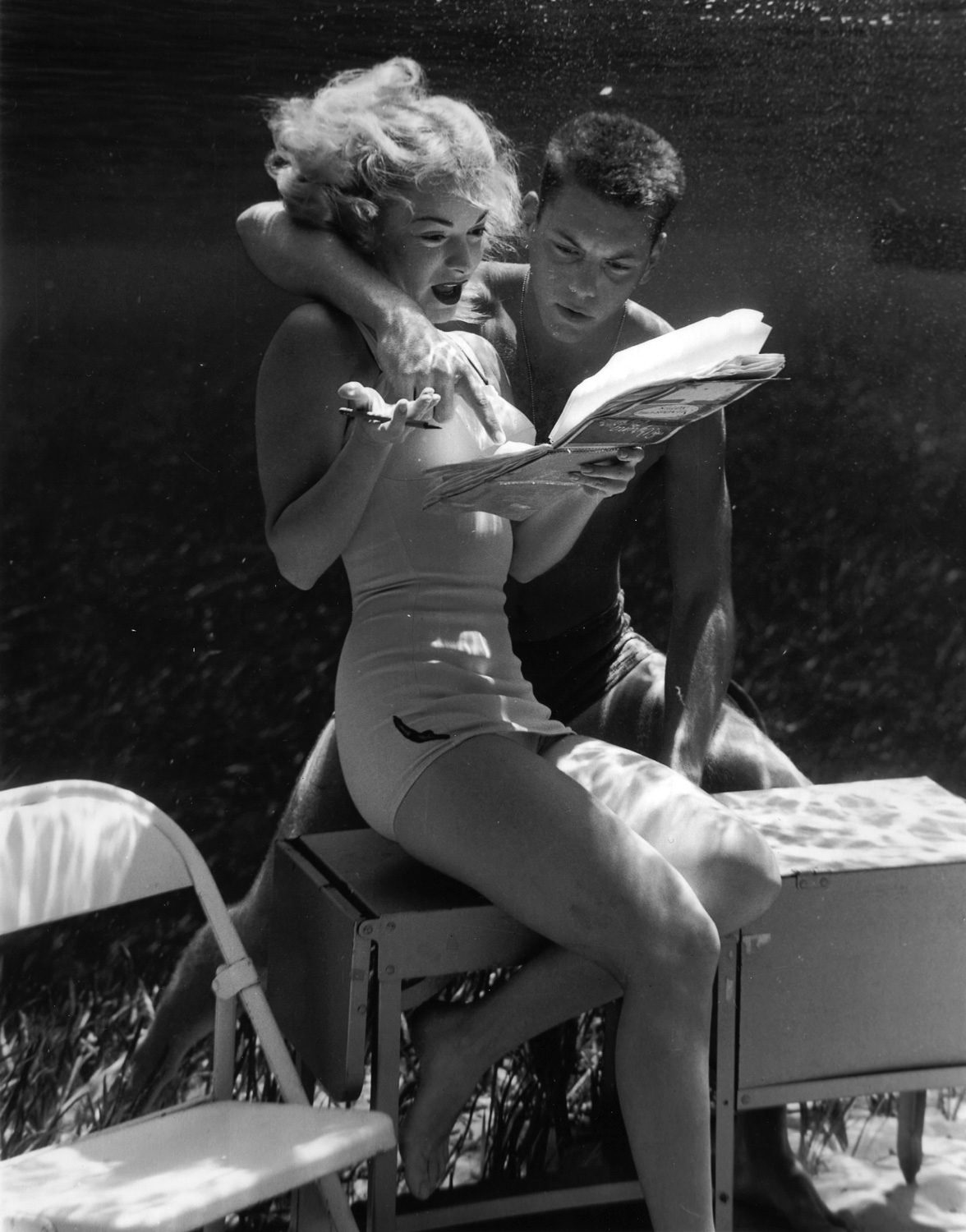 Silver Springs Underwater (couple reading together)
