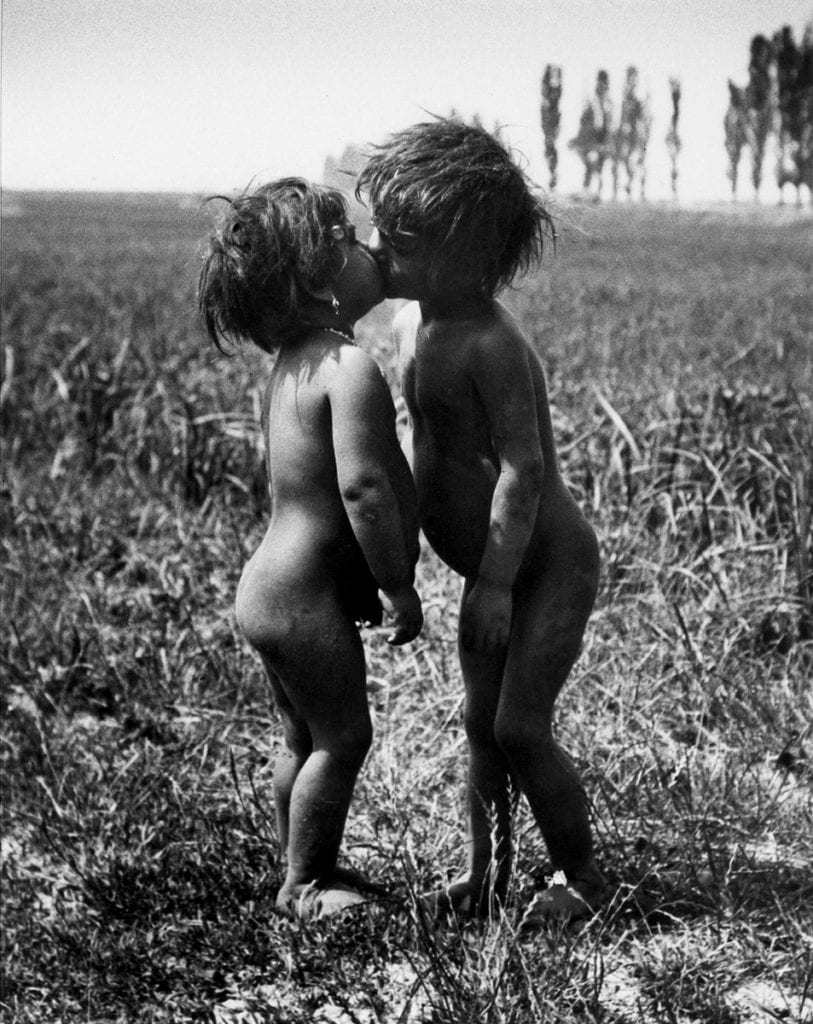 Gypsy Children Kissing, Esztergom,