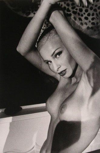 Elegance Nude Nº 1, San Marino