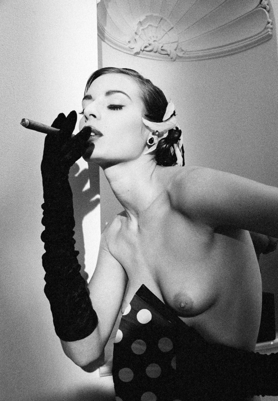 Cigar Lady, Nude San Marino