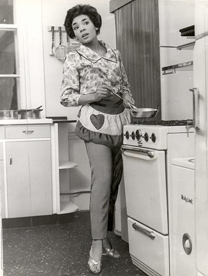 Keystone Press Agency, Shirley Bassey Cooking In The Kitchen Of Her New Home