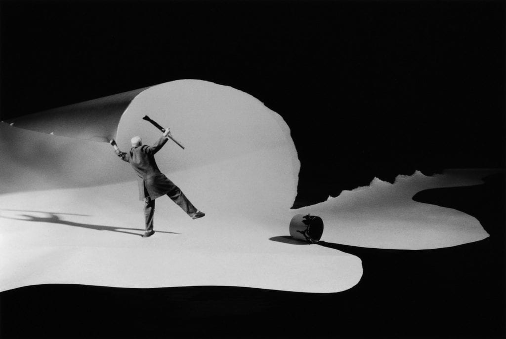 Gilbert Garcin, Tourner La Page - Turning Over A New Leaf