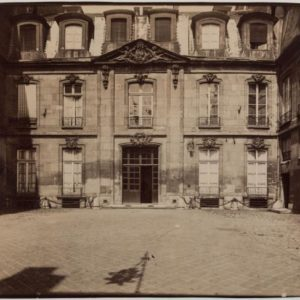 Eugène Atget, Hôtel de Gouffier de Thoix, 56 rue de Varenne