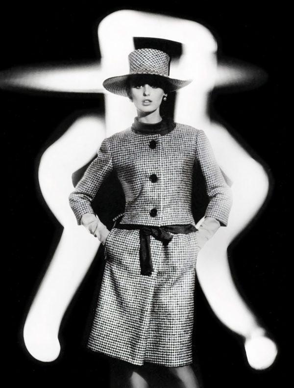 William Klein, Dorothy + Japanese Lights, Paris