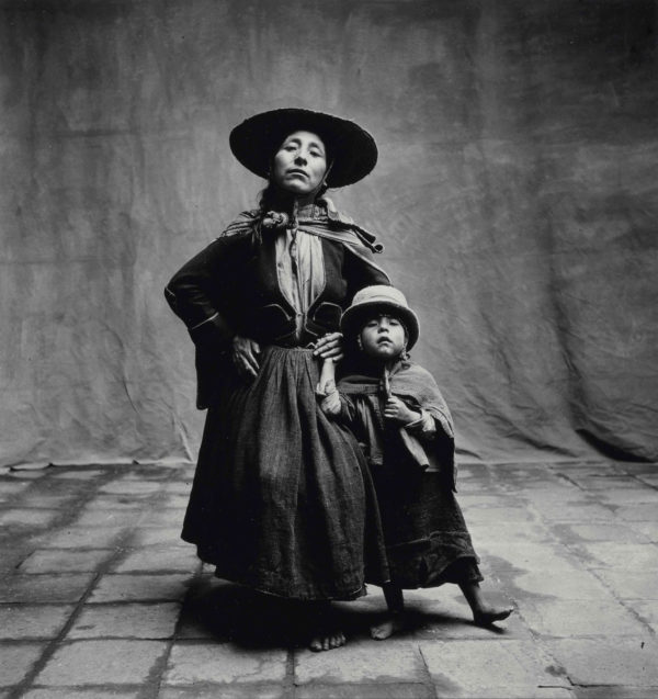 Irving Penn, Woman and Child in Hats