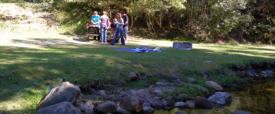 Image of family at Jubilee Creek Picnic Site