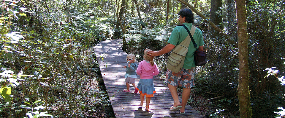 Image of father with two young daughters on Garden of Eden boardwalk