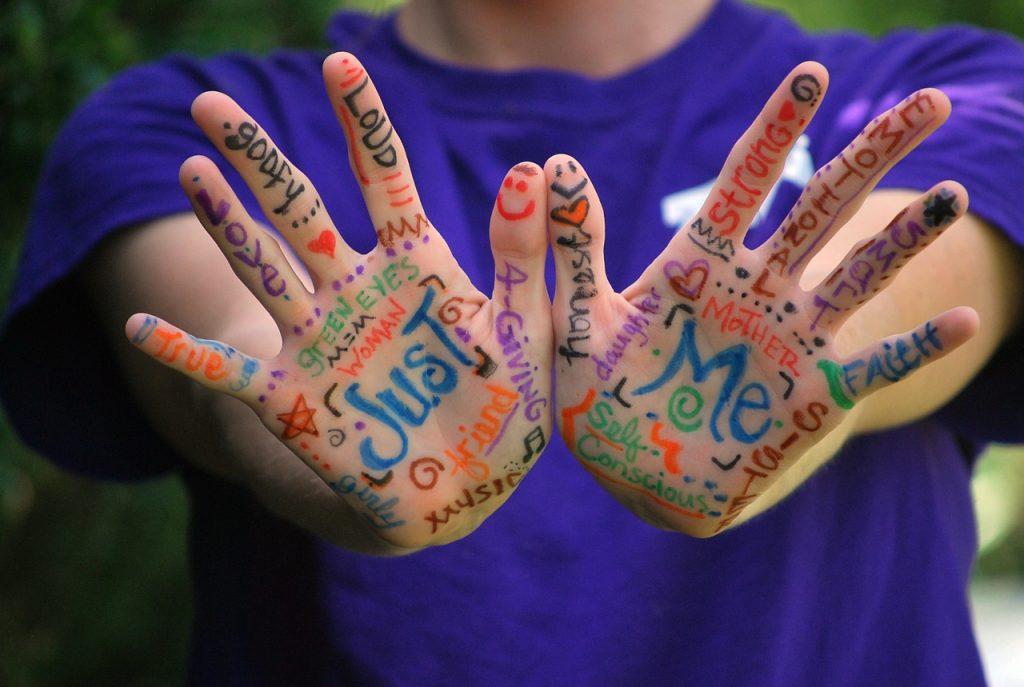 hands-423794_1280