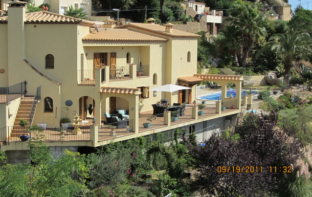 VILLA SHOWING THREE LIVING AREAS & OUTSIDE AREAS