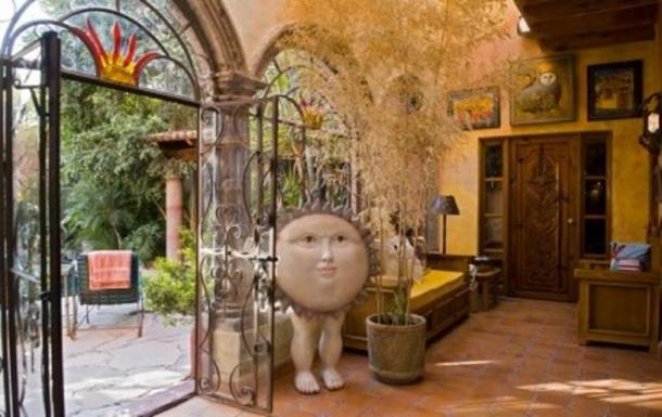 BoligBytte til,Mexico,San Miguel de Allende,front hall; door to pool