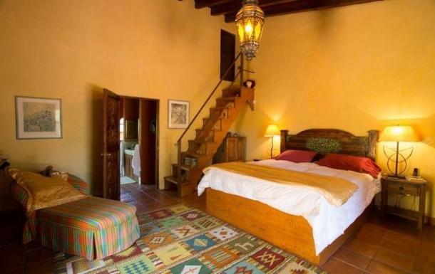BoligBytte til,Mexico,San Miguel de Allende,Master bedroom, king size bed, door to master bath