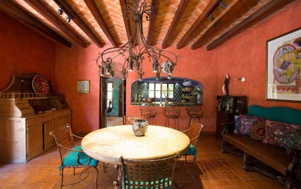 BoligBytte til,Mexico,San Miguel de Allende,dining room looking toward kitchen