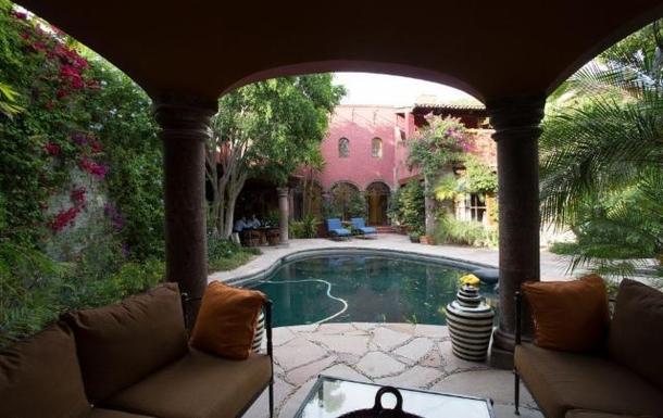 BoligBytte til,Mexico,San Miguel de Allende,sitting area at casita looking toward main casa si