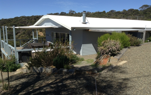 BoligBytte til,Australia,PENNESHAW,Spacious deck with BBQ makes outdoor eating easy