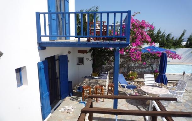 BoligBytte til,Greece,Paros, Greece.  Tsanes,Bar and first floor balcony