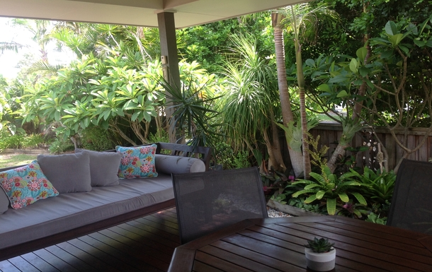 Home exchange in,Australia,OCEAN SHORES,Casual front deck and summer dining area
