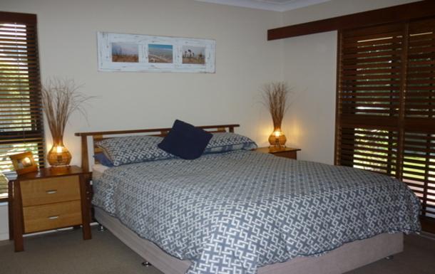 Home exchange in,Australia,OCEAN SHORES,Master bedroom - queen size bed