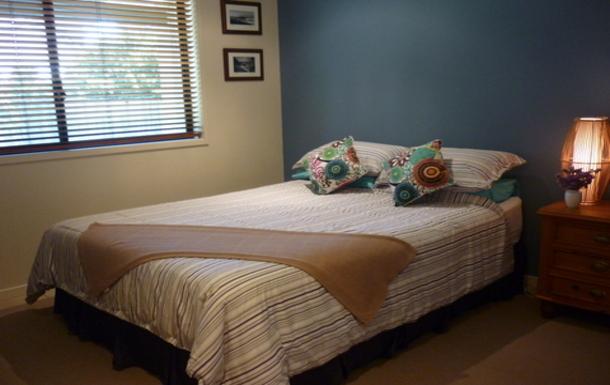 Home exchange in,Australia,OCEAN SHORES,Bedroom 2 - queen size bed