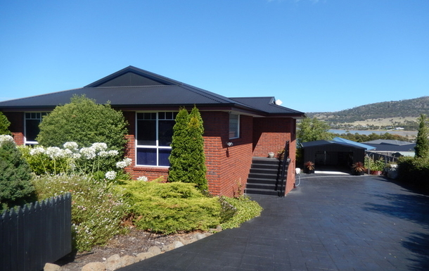 "Home exchange in,Australia,MIDWAY POINT,""Fairhaven"" at Midway Point, Tasmania."