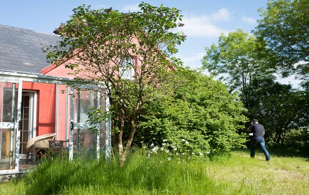 Blick vom Garten, mit einem der Wintergärten im Vo