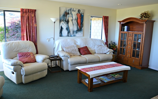 BoligBytte til,New Zealand,Nelson,main lounge  -large 3 peice lounge suite