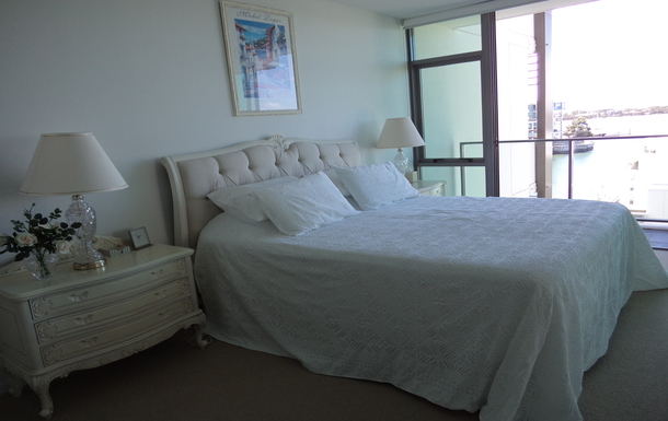 Home exchange in,Australia,PARADISE POINT,Master bedroom. King size bed