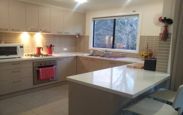 Home exchange in,Australia,MOOROOLBARK,Kitchen with gas cooktop, electric oven, microwave