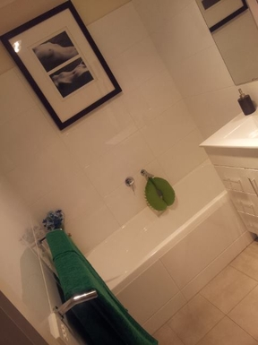 Home exchange in,Australia,MOOROOLBARK,Bathroom with separate shower and bath