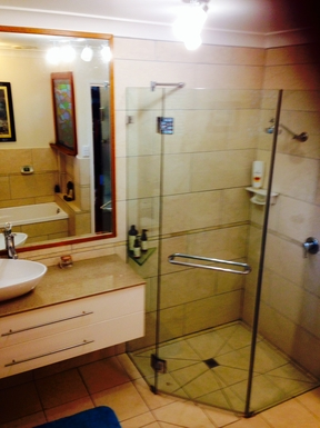 Home exchange in,Australia,COFFS HARBOUR,bathroom 1 with bath spa