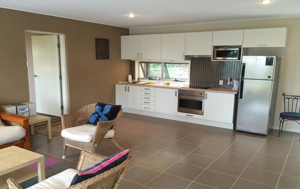 Home exchange in,Australia,Tamborine Mountain,Downstairs kitchen and living area