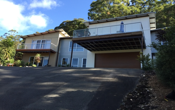 Home exchange in,Australia,Tamborine Mountain,Street view right side of our house