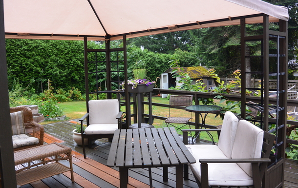 Backyard deck off second living room/play room/yog