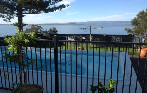 Home exchange in,Australia,LAKE HEIGHTS,backyard pool / lake view