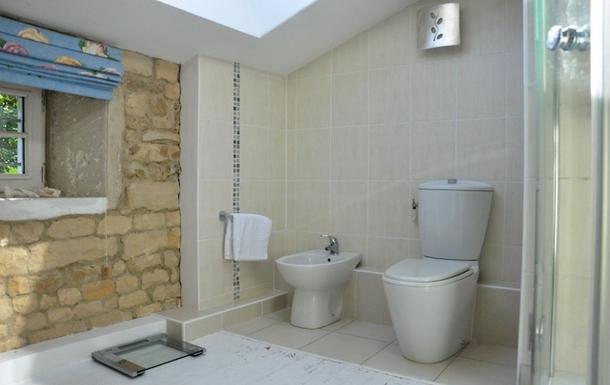 BoligBytte til,France,Cognac, 73k, N,Master bedroom en-suite with shower