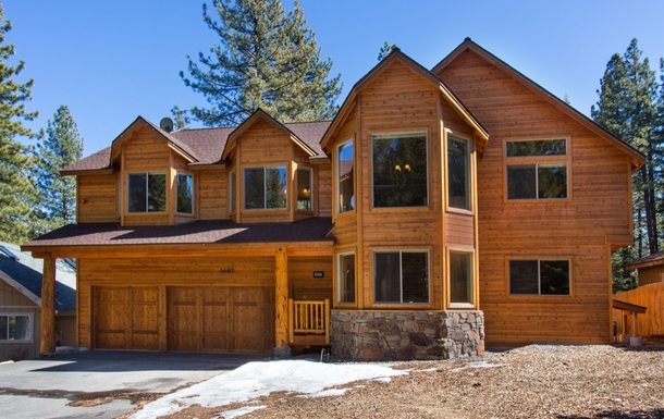 Large newer construction South Lake Tahoe home!