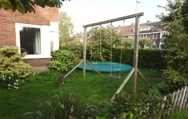 BoligBytte til,Netherlands,Utrecht (Amsterdam NW35km), 0k,,front garden with large trampoline (and pino the c