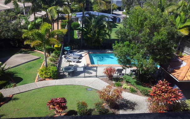 Home exchange in,Australia,MAROOCHYDORE,Courtyard and pool in apartment block