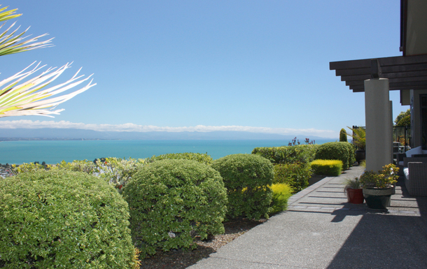 BoligBytte til,New Zealand,NELSON,View over Bay & Ranges from front of house