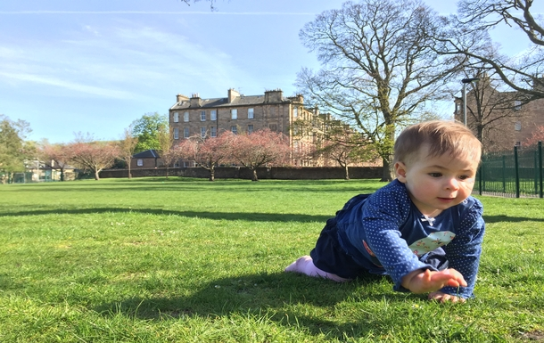 BoligBytte til,United Kingdom,Edinburgh,Isla on the playing field (flat in background)
