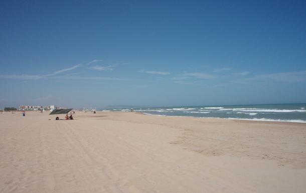playa solitaria a 10 minutos en bicicleta.