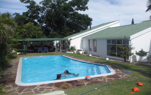BoligBytte til,South Africa,Oudtshoorn,Large pool in garden...far end is dining area