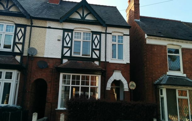 Period end terraced property (built 1910) 5 minute