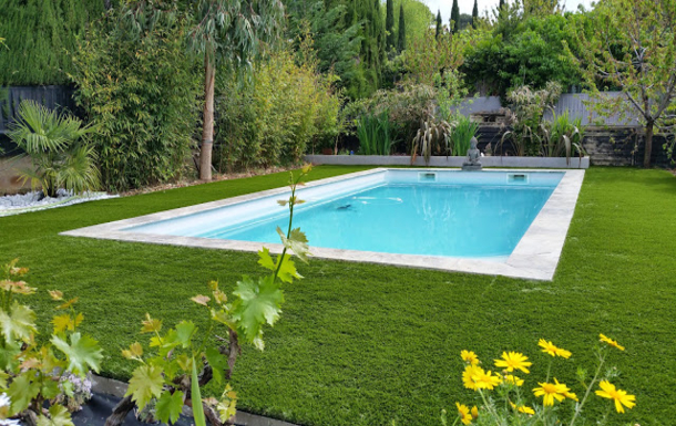 swiming pool 7X4m with synthétic grass