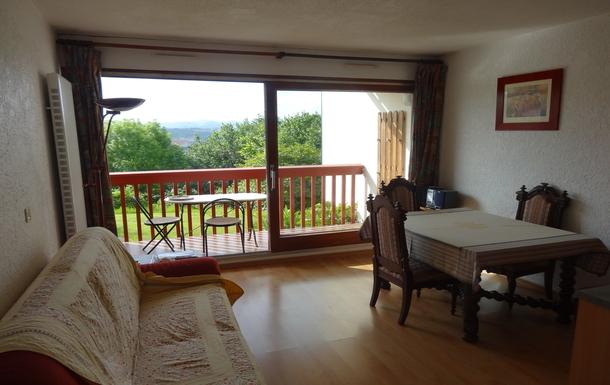 Le séjour et son balcon