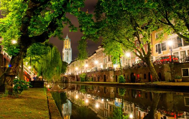 BoligBytte til,Netherlands,Utrecht,Along the Oude Gracht (Old Canal)