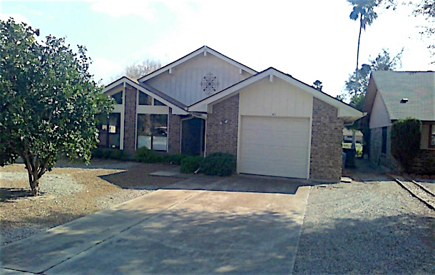 Home exchange in,United States,Alamo,Front of house; garage and breakfast nook windows