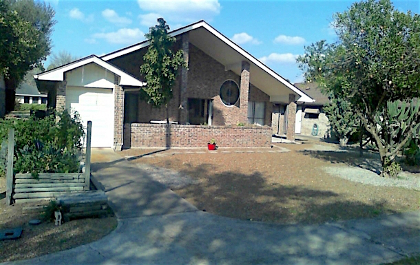 Home exchange in,United States,Alamo,sunny south-facing patio. Golf car garage on left